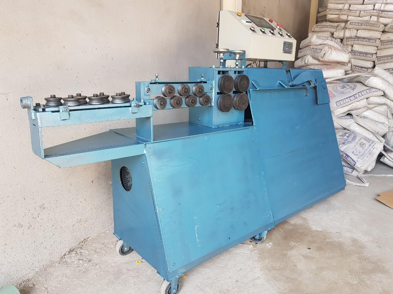 Máy bẻ đai sắtdạng máy đứng bàn bẻ nghiêng